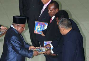 Gubernur Serahkan DPA Tahun 2014